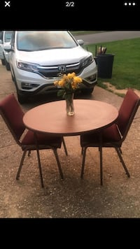 4 stackable chairs maroon and metal Alexandria, 22306
