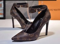 pair of brown leather pointed-toe pumps Vaughan, L4L