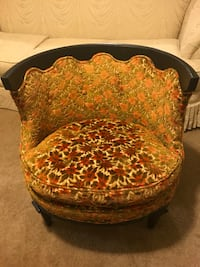 "Vintage chair 28"" Wx 28 L"" Click on my profile picture to check out my other items pm me if you interested gaithersburg md 20877 Gaithersburg, 20877"