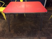 This is a original Formica table there are some imperfections but for its age it's in awesome shape. No leaf or chairs just table.  King, 27021