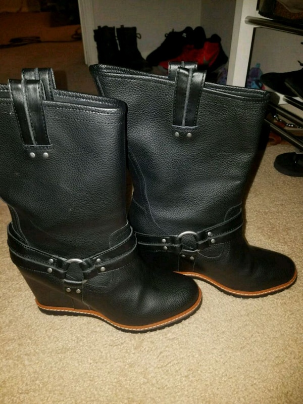 2a405b885e1 Sckechers wedge boots size 8