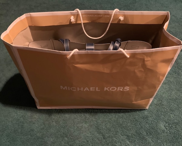 Michael Kors (authentic l) large tote, navy blue, brand new with tags. 21bd5a31-48c7-41f4-98a5-0631d58236e1