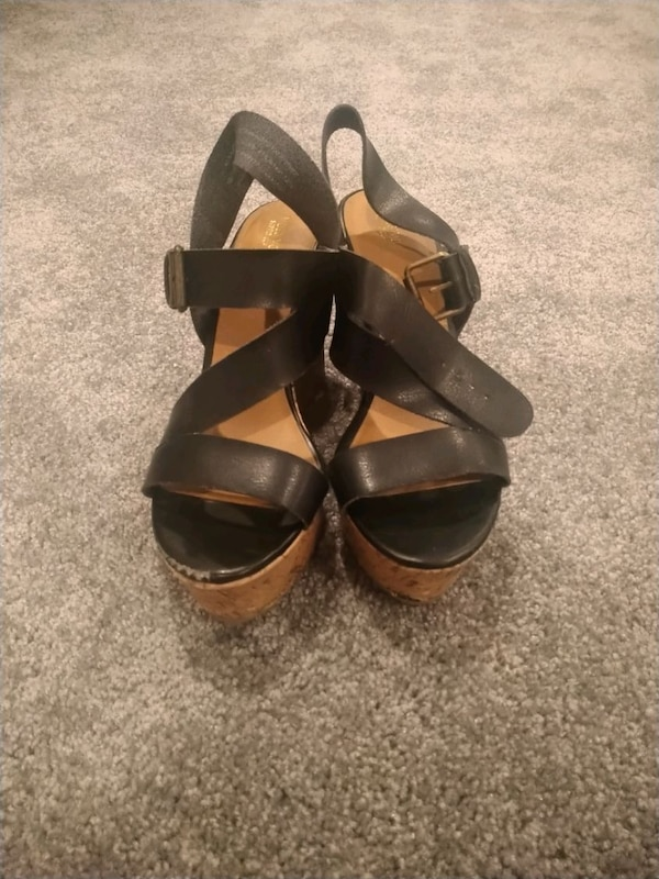 Mossimo size 9 black leather and cork wedges 82e95285-84be-4923-b9fa-f3332f288ffc