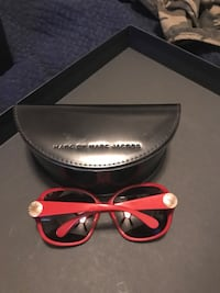 red framed Marc Jacobs oversize sunglasses with case Minot AFB, 58704