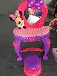 pink and purple plastic vanity table Laval, H7N 1A9