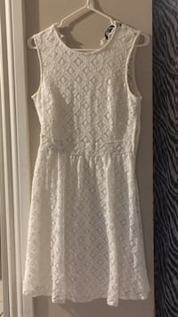 Off white dress size medium. Missing back button . Paid $75 Calgary, T2J 4X8