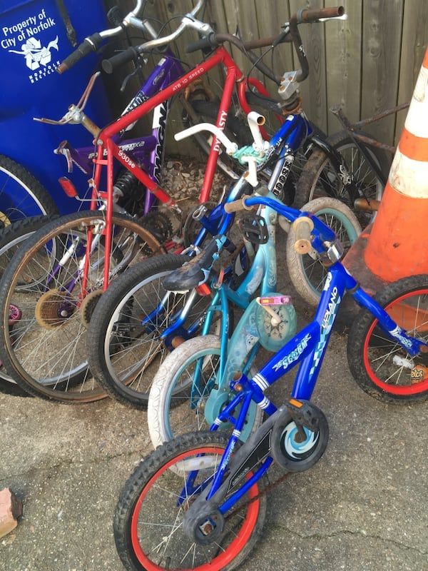 4 bikes for parts. ALL for $40 b2aa79fb-6421-477e-9138-aa4d380f8c93