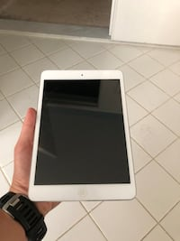 White Apple iPad 22 km