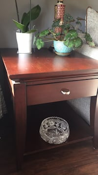 2 wooden living room side tables -28'x24' Toronto, M2N 2Y8