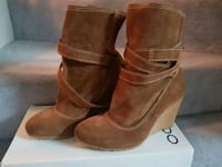 Zara Size 38 Tan Suede Boots with Wedge Heel Toronto, M1V