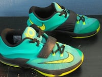 pair of Nike Kevin Durant basketball shoies