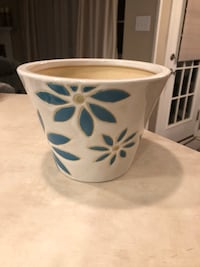 PRETTY MEDIUM SIZE FLOWER POT EXCELLENT CONDITION NO CHIPS PICK UP WEST MOBILE DAWES RD Grand Bay, 36541