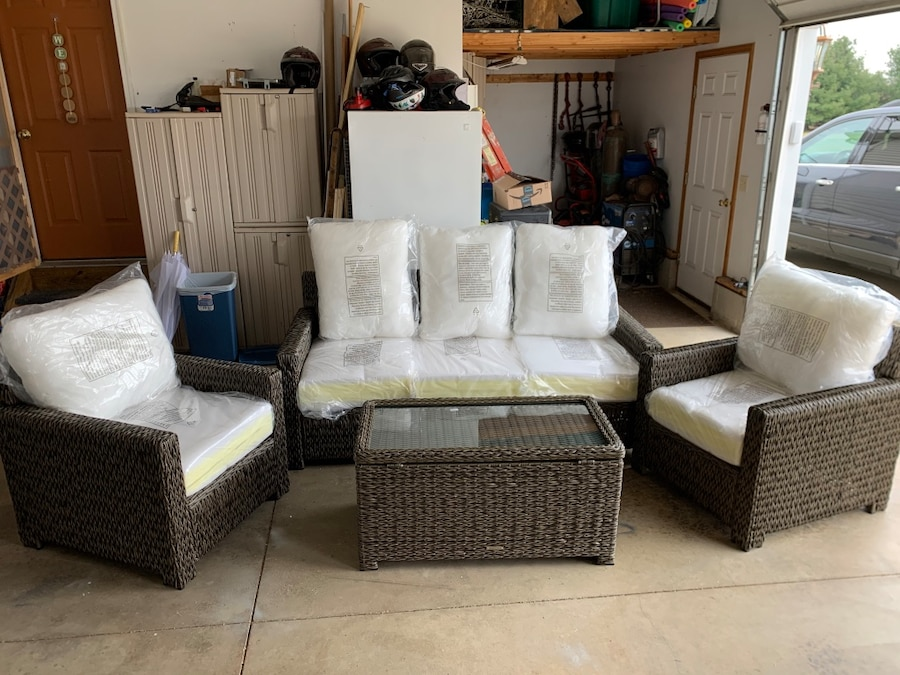 Photo Brand new in box patio set. Retail $1,200 @ Home Depot