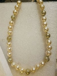 Shades of gold chunky bead necklace  Lubbock, 79414