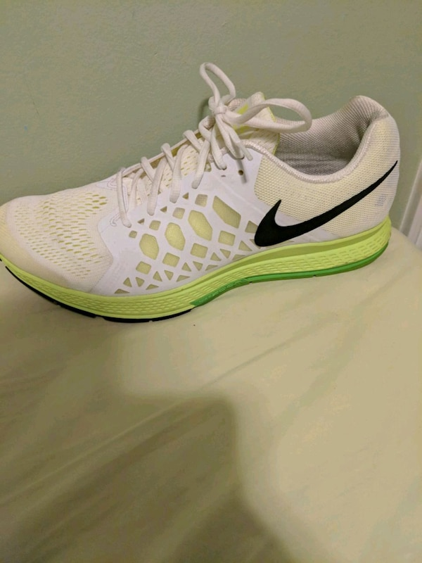 379cfea5c517a Used Nike Flyknit Trainer - Priced to sell!! for sale in Toronto - letgo