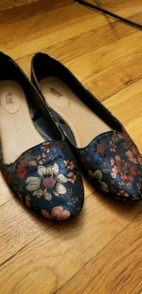Stitched cloth flower pattern flats