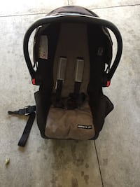 baby's black and gray car seat carrier Hamilton, L8W 3Y8