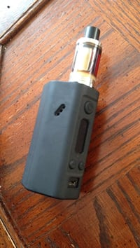 Black Vape, great condition. Needs new coils (10$)