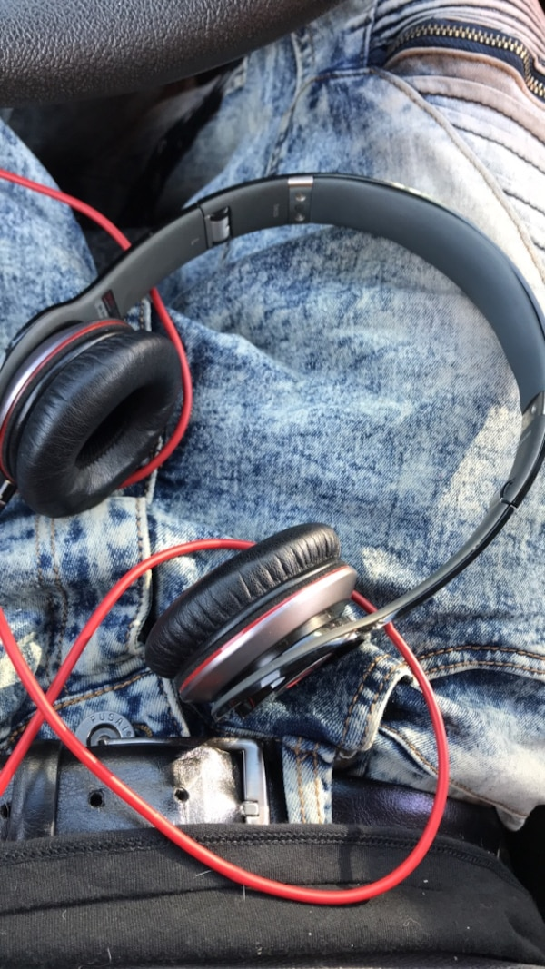 Black beats by dr. dre corded headphones