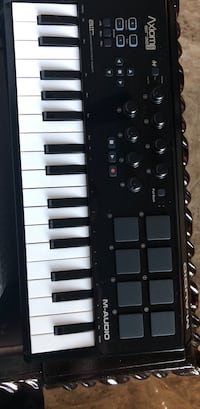 Black and white electronic keyboard  Duncanville, 75116