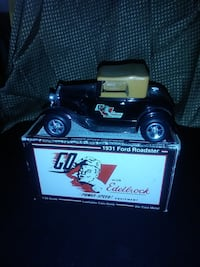 VINTAGE DIE CAST 1931 FORD ROADSTER 1:25 COIN BANK NEW IN BOX RARE
