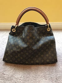 Beautiful Louis Vuitton Collection hand bag. Great condition, almost new!