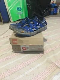 North Face shoes, sz 5.