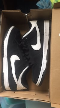 Nike dunk low size 9 9/10 condition white and black