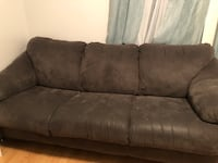Couch  Worcester, 01605