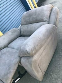 Power recliner works great  New Orleans, 70124