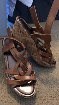 pair of brown leather open-toe strappy heels Vancouver, 98682