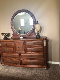 For Sale: Tommy Bahama dresser, and nite stands and lamps.. for bedroom Bradenton, 34201