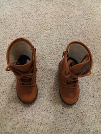 pair of brown leather boots Leesburg, 20176