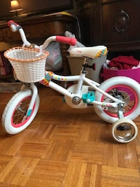 Kids white and pink bicycle 纽约市, 10025