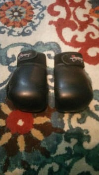 Very nice boxing gloves Lubbock, 79412