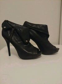 Aldo Black pleather zipped heels - size 9