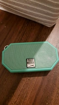 Small speakers good condition  Kelowna, V1Y