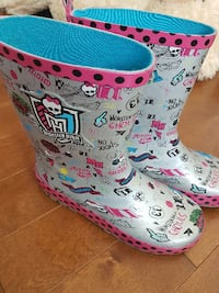 grey Monster High rain boots MONTREAL