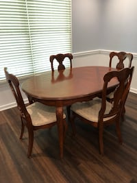 Dining room table and four chairs Savannah, 31405