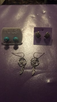 3 pairs of earrings :blue studs, dreamcatchers,black with silver studs null