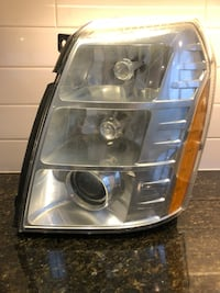 Cadillac Escalade headlights (Driver side) Toronto, M3H 2S7