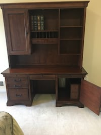Brown wooden desk with hutch West Bloomfield, 48322