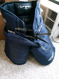 Adult hockey equipment (used, good condition) Sarnia, N7T