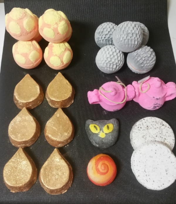 Lush Bath Bombs/Gift Sets b48c03c8-aaae-4571-8924-5875c8384383