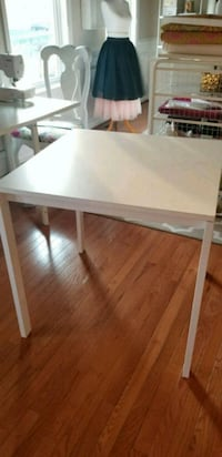 White dining table  Woodbridge, 22193