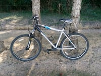 black and blue hardtail mountain bike McMinnville, 97128