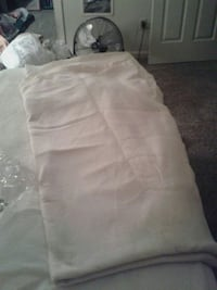 King size 100 percent polyester.  Warm blanket! Collierville, 38017