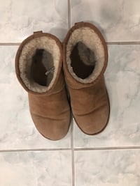 Used pair of uggs, size 8 women Markham, L3S 3L1