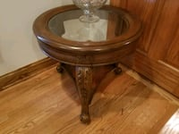round brown wooden framed glass top table Des Plaines, 60018