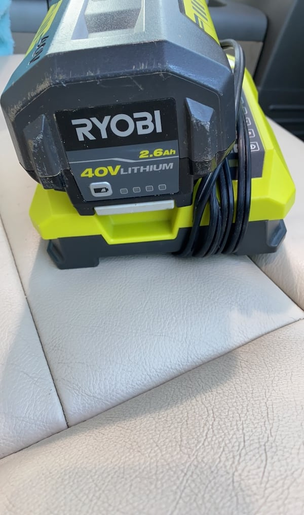 RYOBI 2.6Ah 40V LITHIUM BATTERY WITH CHARGER.  aa61087a-633c-429f-9ba2-0f785982e249